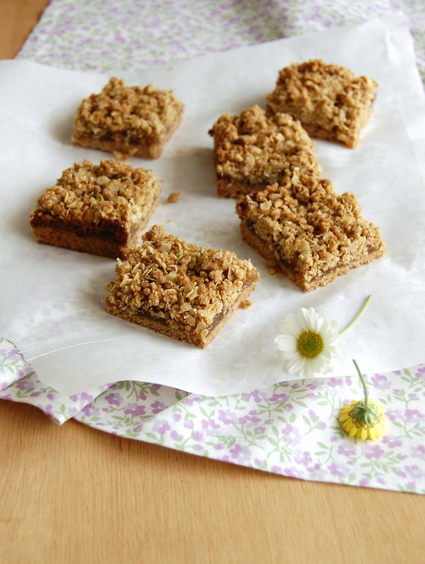 Jam and rye crumble bars / Barrinhas de centeio e geleia