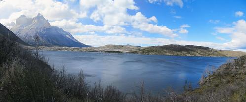 Torres del Paine: trek du W. Jour 3: à gauche, le lac est gris mais à droite, il est bleu...