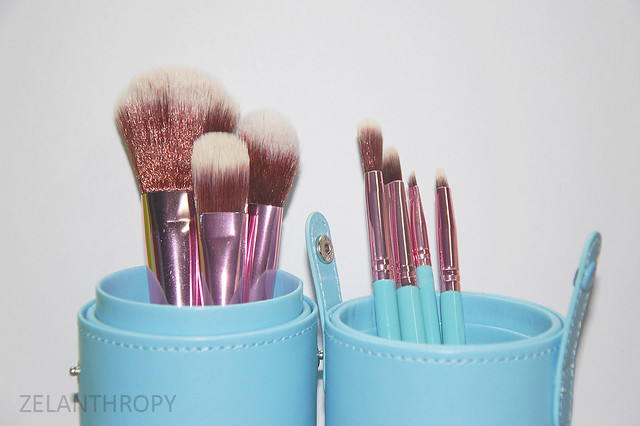 7 piece brush set, Chic cosmetics cover photo, chic cosmetics manila, chic cosmetics 7 piece brush set, best brushes, great affordable brushes, travel brushes, brush set, brush case