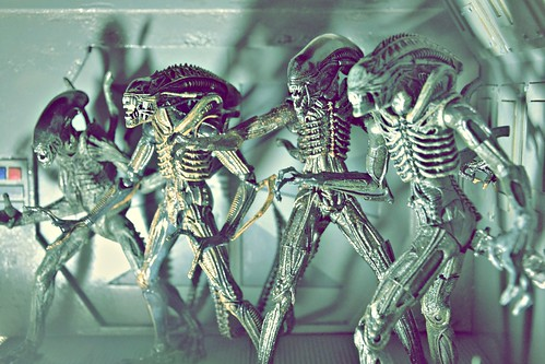 Hicks & Hudson vs xenomorph aliens