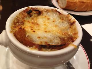 ブラッスリー ラ クラス パー オーバカナルのオニオングラタンスープ
