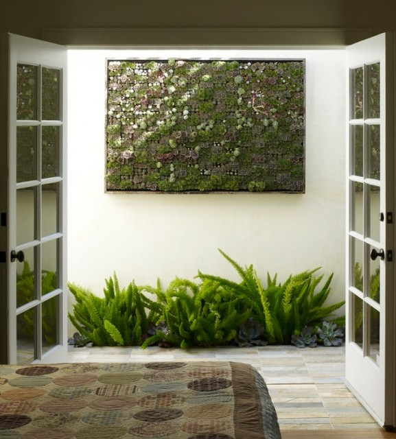Interior-Wall-hanging-garden-minature-succulents-600x665