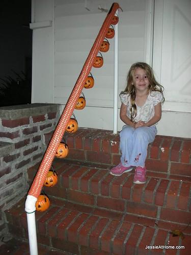 Halloween-13-yarn-bomb