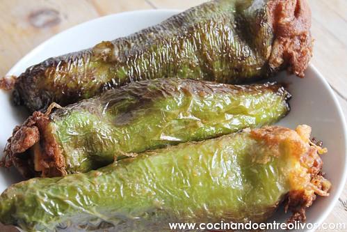 Pimientos verdes rellenos de tortilla de patatas www.cocinandoentreolivos (16)