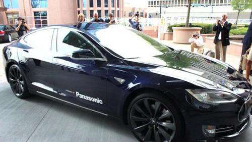 Tesla купит у Panasonic 2 млрд литий-ионных батарейных элементов