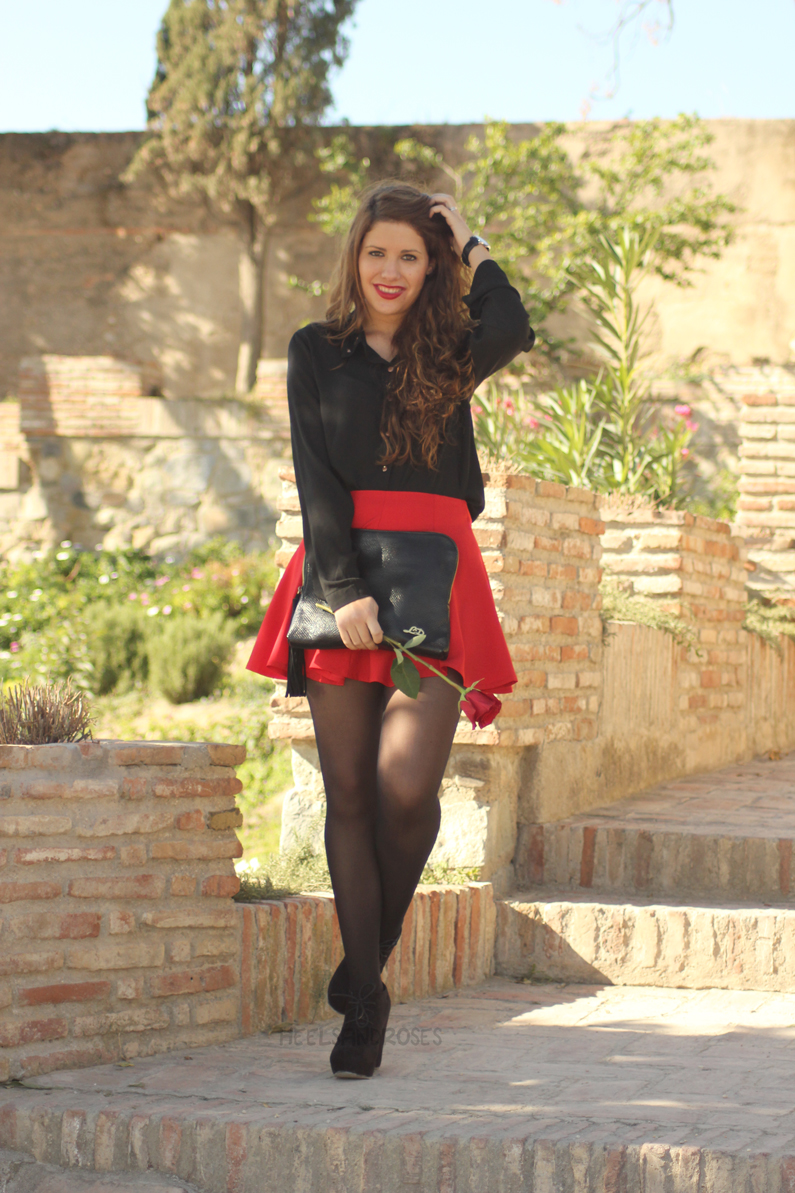 falda-roja-con-blusa-negra-HeelsandRoses-(5)