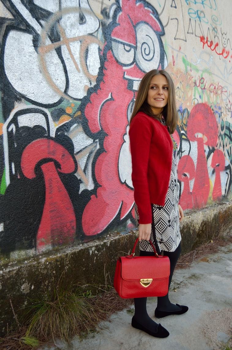 lara-vazquez-madlula-streetstyle-toque-rojo-chaqueta-angora