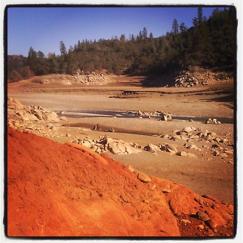 Our terrible CA drought. North Fork of the American River at Rattlesnake Bar State Park, Newcastle, Ca. All this pale and red earth should be underwater. #drought #folsomlake #northfork #california #water