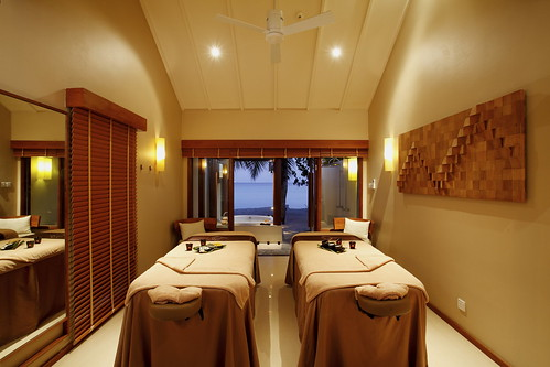 Spa Cenvaree at Centara Ras Fushi Resort Maldives