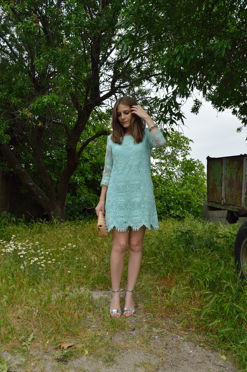 lara-vazquez-madlula-blog-style-mint-lace-chic-look