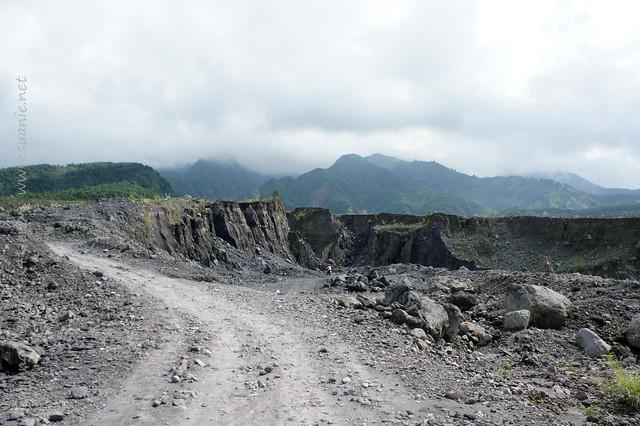 Yogyakarta - Gunung Merapi 4x4 Jeep tour - rocky road