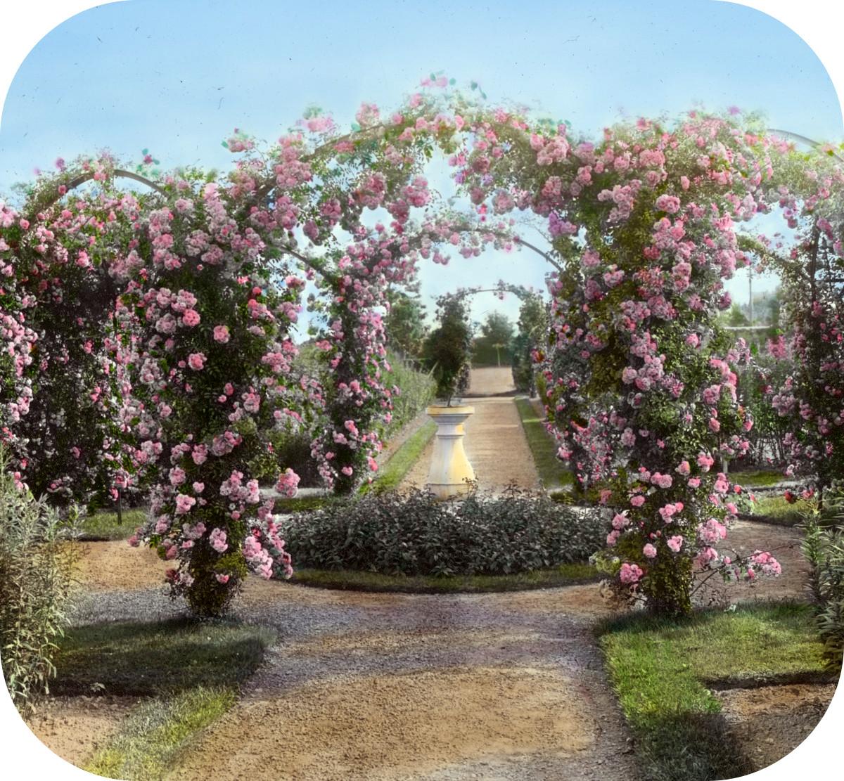 'Armsea Hall,' Charles Frederick Hoffman Jr. house, Narragansett Bay, Newport, Rhode Island. Sundial