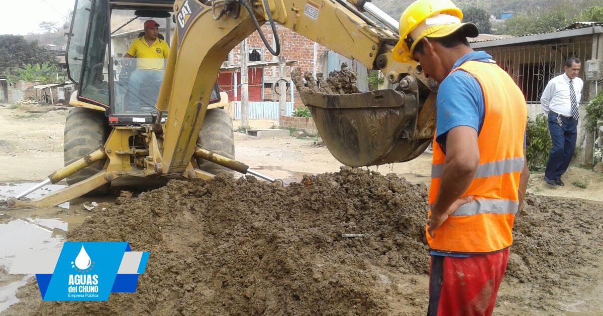 Arreglan fugas de agua en El Vergel: Aguas del Chuno