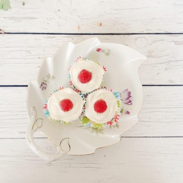 i baked awesome lemon&raspberry cupcakes.