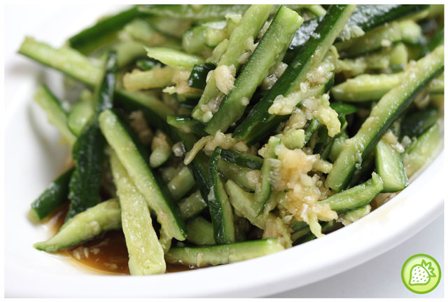 Japanese cucumber with minced garlic and soy sauce