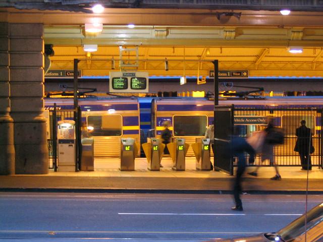 Flinders Street, centre entrance, 2003