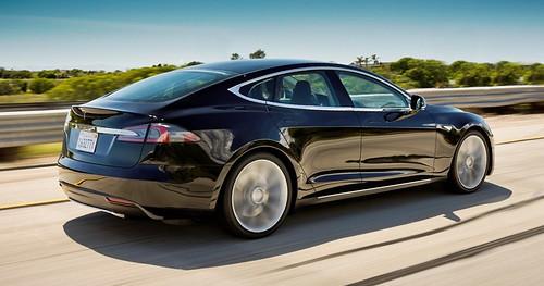 Mercedes-Benz объединяется с Tesla, бросая вызов BMW i3