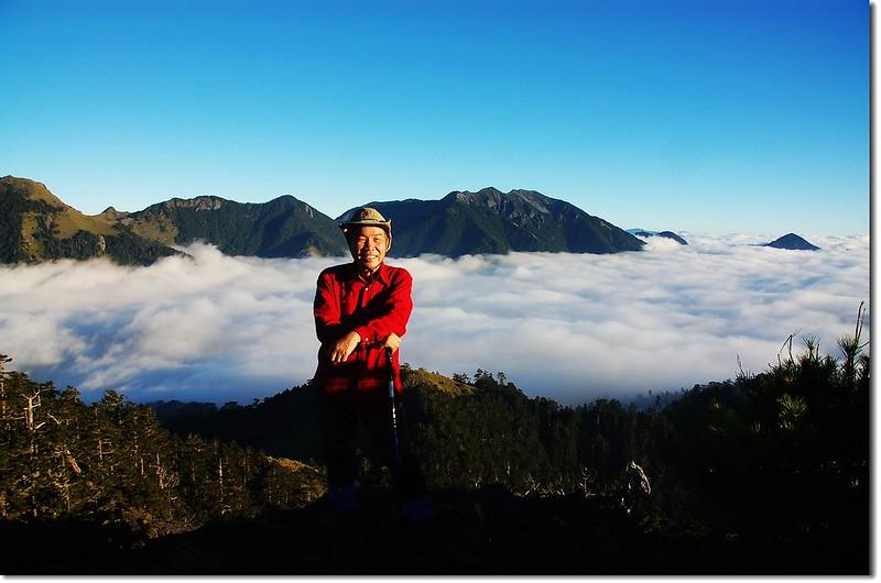 火石山山頂(背景為雪、劍連稜)