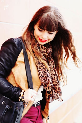 Aupie leopard scarf, beige sweater, black beige Romwe colorblock leather jacket, Primark burgundy pants, Cavalinho black bag, Romwe black zipper boots, drawing dreaming blog, drawing dreaming outfit, Ester Durães, Portuguese fashion blogger