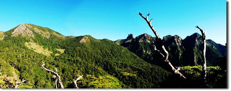 詩意山莊眺望西北方巴紗拉雲、大小霸連稜