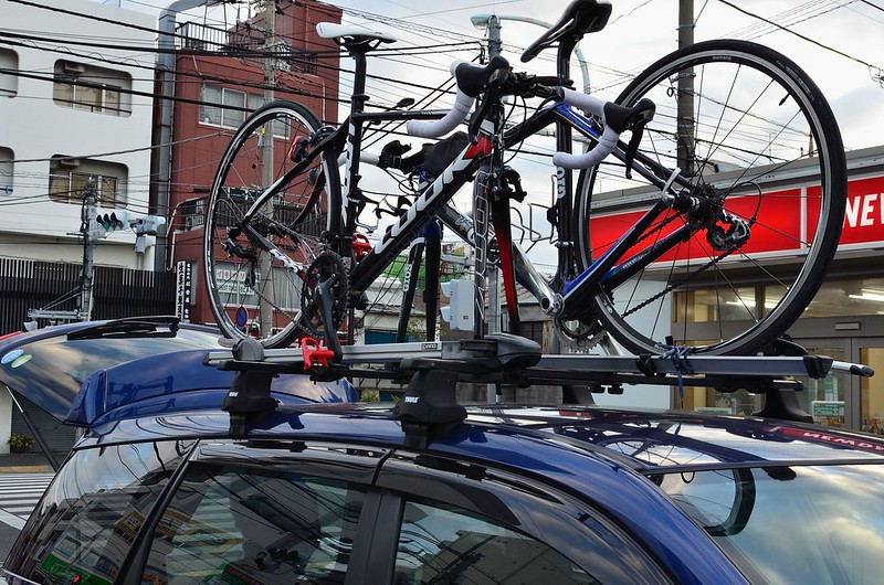 車に自転車