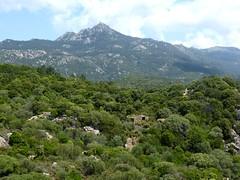 D'une pointe rocheuse au Nord du hameau : une autre maison ruinée du hameau et l'Uomu di Cagna