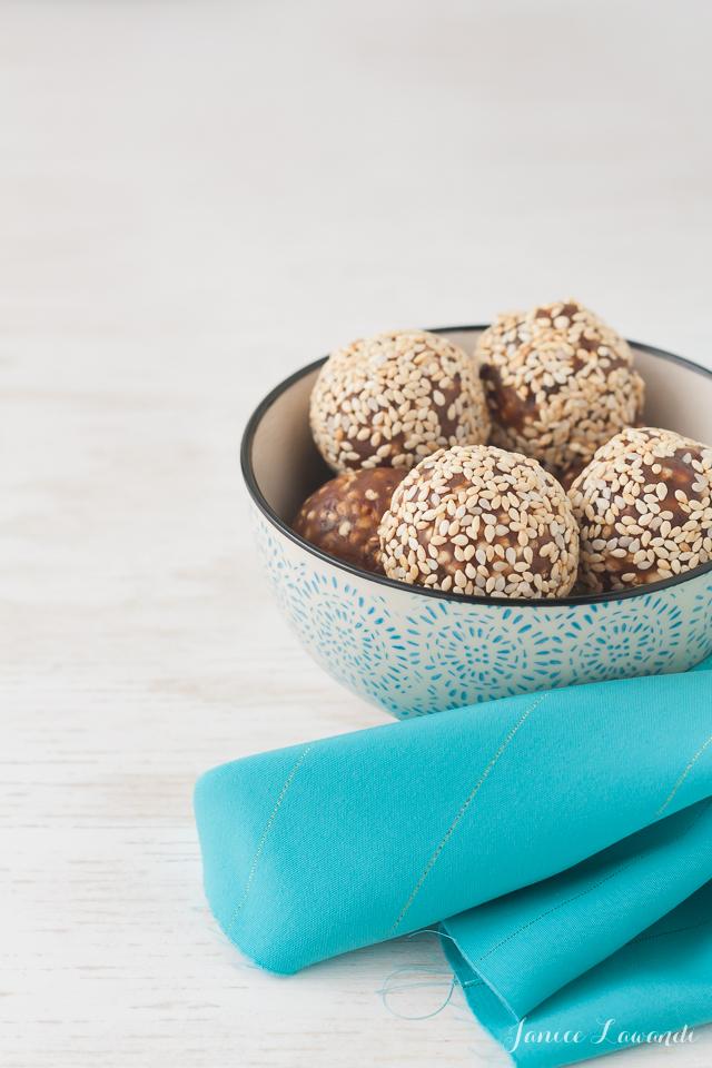 Bowl-of-sesame-date-truffles
