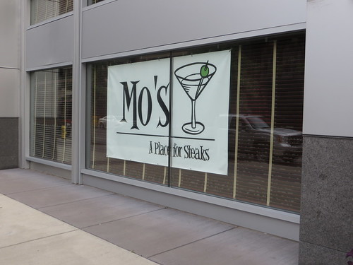 Mo's: A Place for Steaks