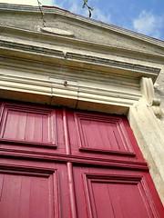 Foussais-Payré, porte néo classique du temple protestant