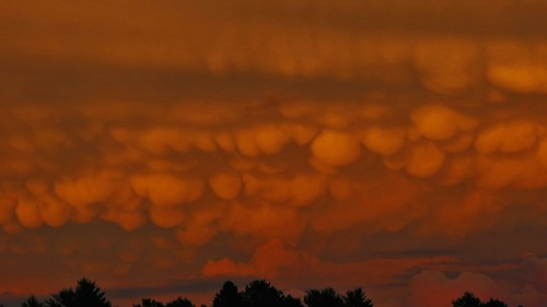 Mammatus cloud - Wikipedia