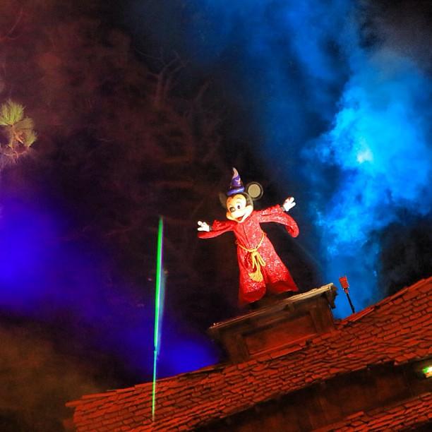 やっぱり、Fantasmic! の蒸気船→ソーサラー→燕尾での some imagination haha! の流れは最高だわ〜