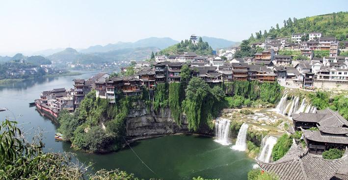 10304522675_98d370f7dc_b Furong Zhen le bourg des hibiscus, un fantastique village chinois avec une cascade