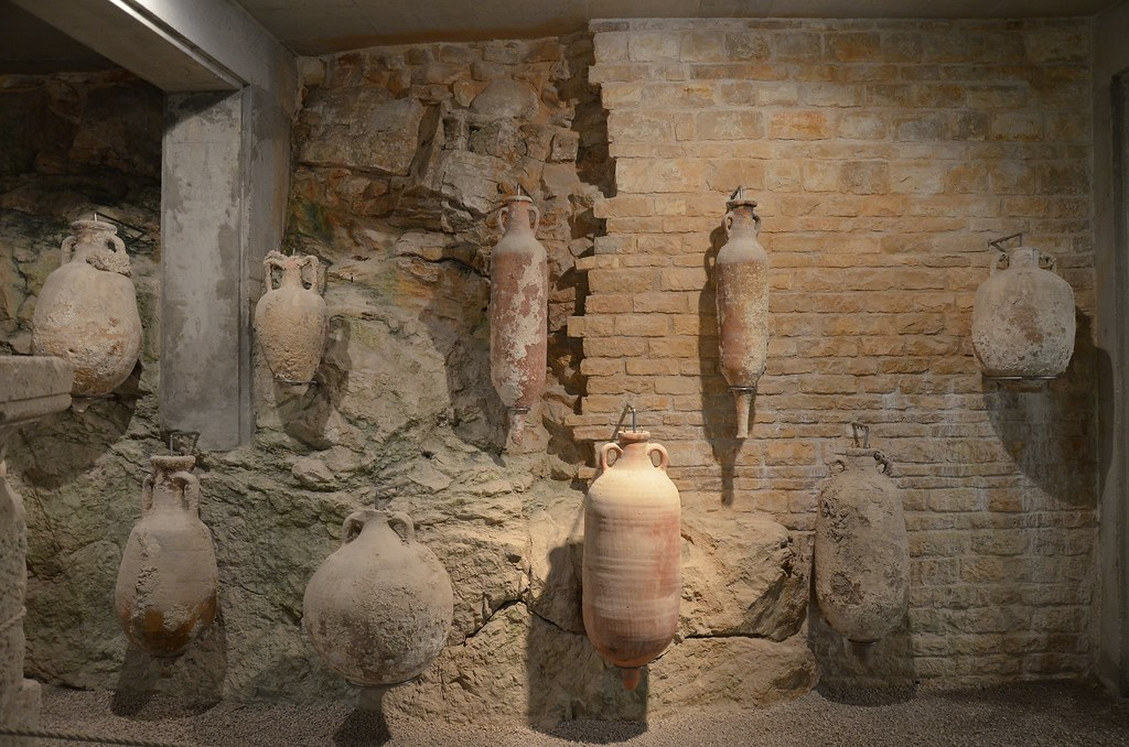 Exposición en los subterráneos del Anfiteatro, por Carole Radatto
