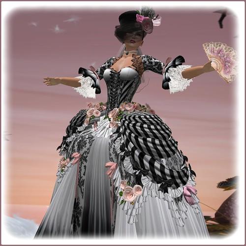 tenue Marie Antoinette by Orelana resident
