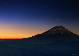 Comet ISON and Mount Fiji