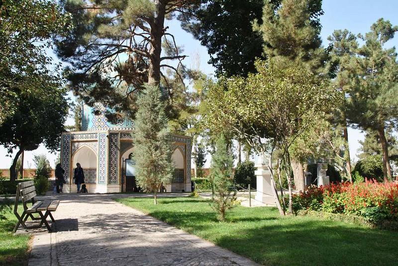 173 Nishabor, parque de las tumbas de KamaloMolk y Atter (7)