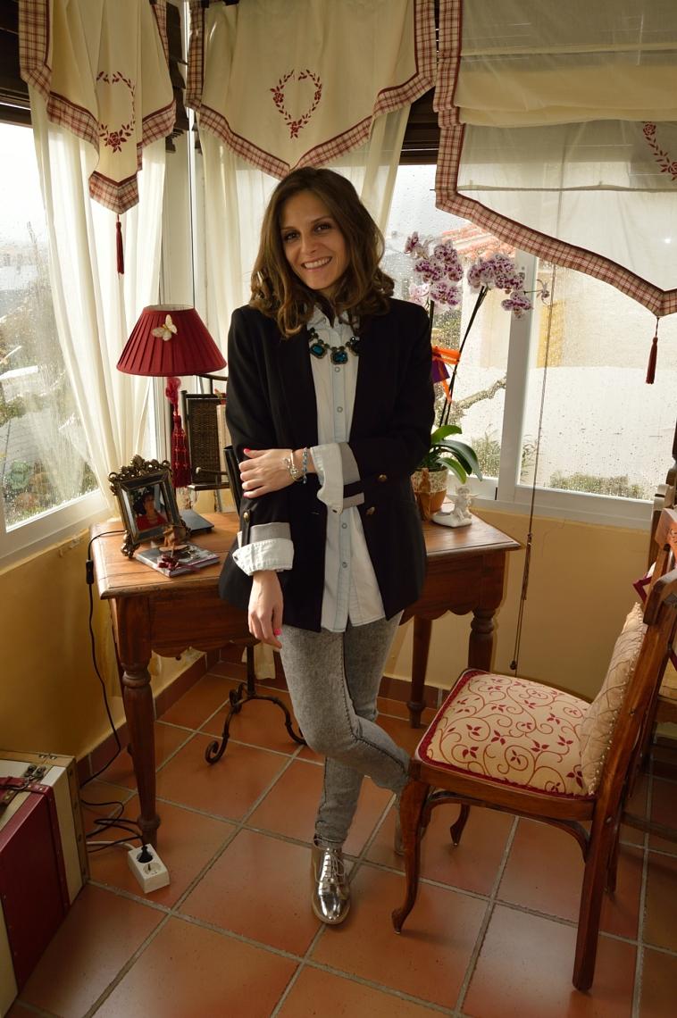 lara-vazquez-madlula-blog-denim-outfit-black-blazer-christmas-winter