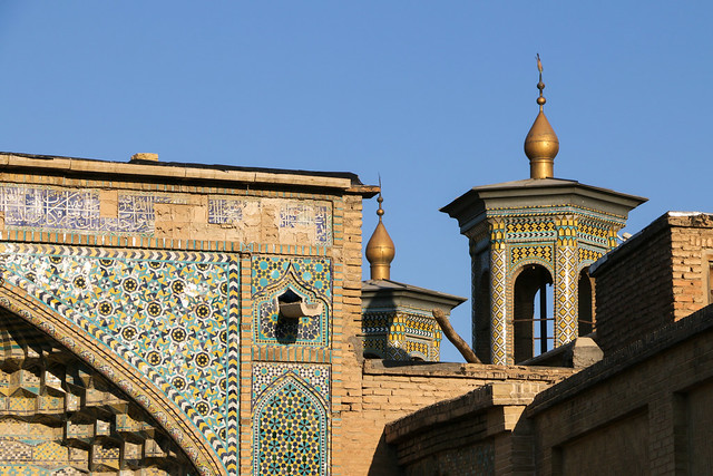 A mosque in the morning, Shiraz シラーズ、朝日を受けるモスク