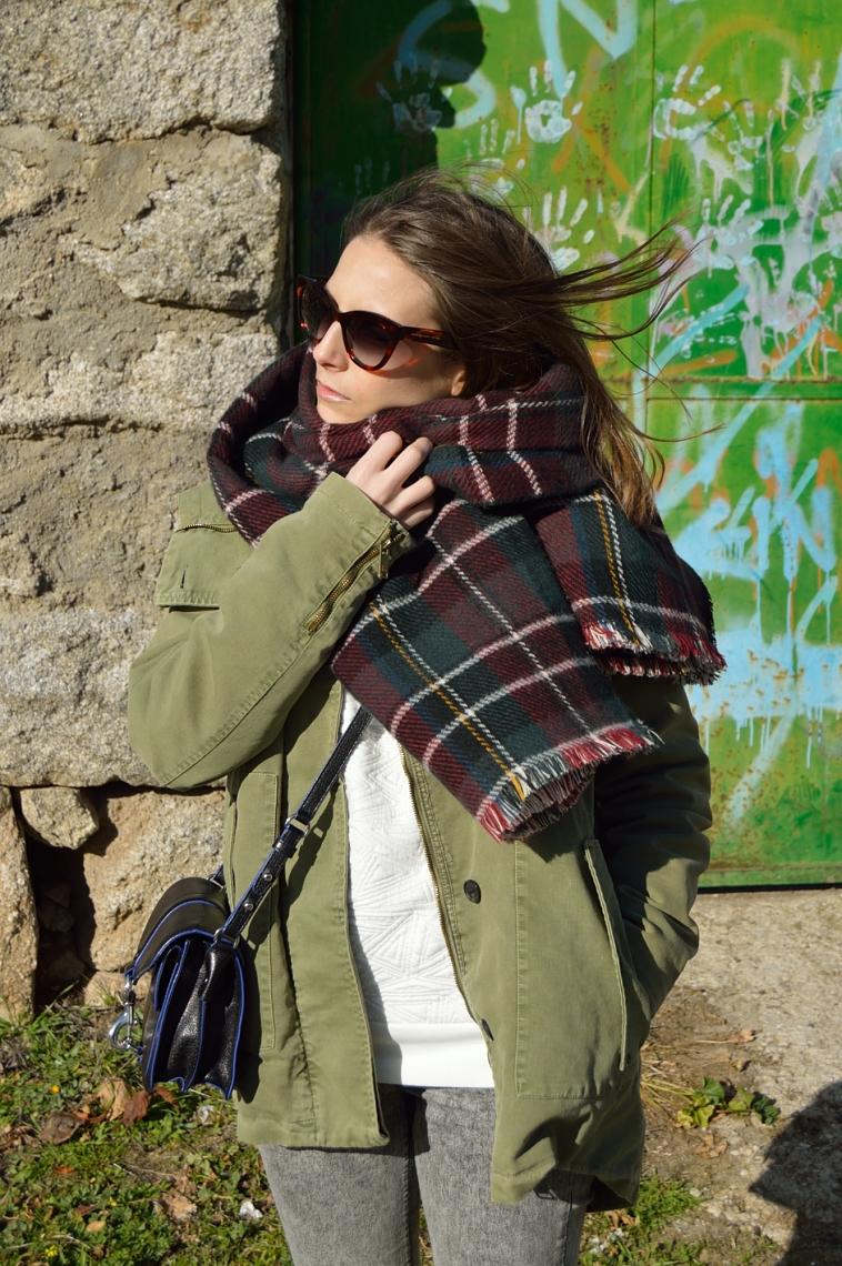 lara-vazquez-madlula-blog-green-parka-winter-tartan-foulard