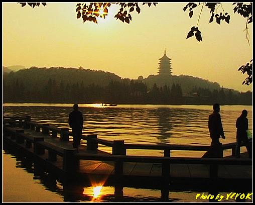 杭州 西湖 (其他景點) - 544 (西湖十景之 柳浪聞鶯 在這裡準備觀看 西湖十景的雷峰夕照 (雷峰塔日落景致)