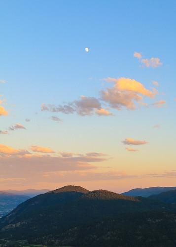 sunset sky moon canada mountains canon landscape britishcolumbia scenic summerland 18135 70d explorebc