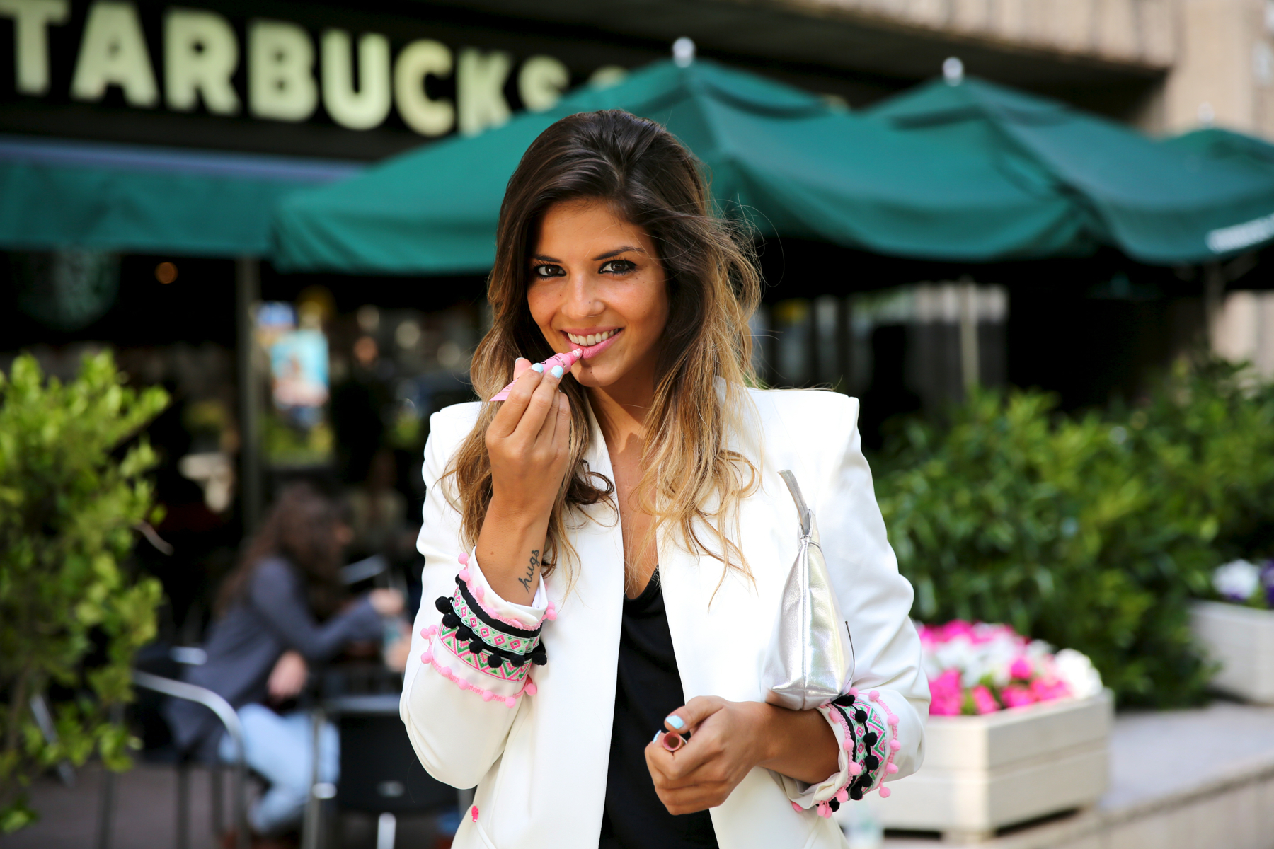 trendy_taste-look-outfit-street_style-ootd-blog-blogger-fashion_spain-moda_españa-starbucks-frapuccino-saint_laurent-falda_cuero-leather_skirt-chic_place-stella_rittwagen-bolso_plata-silver_clutch-20