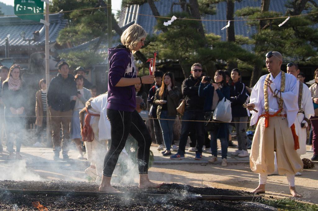 宮島 大願寺 火渡りの儀