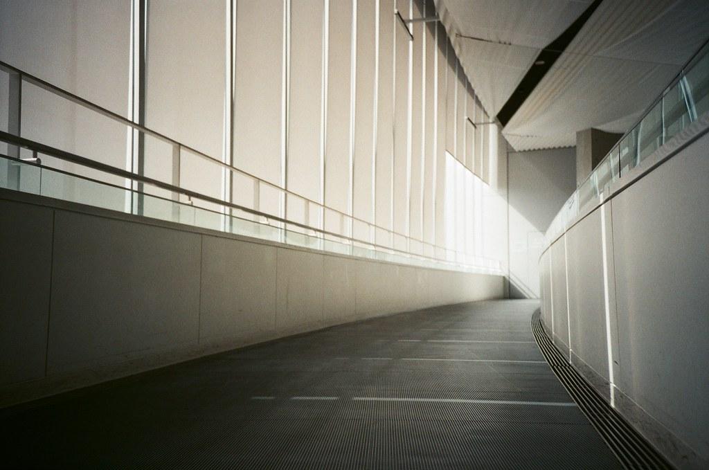 大和博物館 吳 Hiroshima, Japan / FUJICOLOR 業務用 / Lomo LC-A+ 我想起要用 Lomo LC-A+ 拍一些是視角距離地面較近一點的畫面。  當然還有因為光線的關係,喜歡這樣子的光線表現。  Lomo LC-A+ FUJICOLOR 業務用 ISO400 4898-0007 2016-09-26 Photo by Toomore