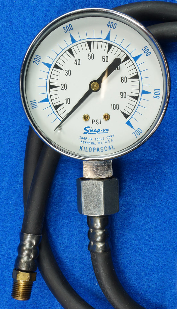 RD14488 Snap On 100 PSI Pressure Gauge Kilopascal in Metal Case with Sears 300 PSI Tester DSC06882