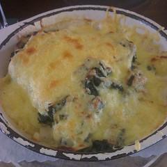 breakfast(0.0), frittata(0.0), pot pie(0.0), baked goods(0.0), tartiflette(0.0), quiche(0.0), cottage pie(0.0), gratin(1.0), produce(1.0), food(1.0), dish(1.0), cuisine(1.0),
