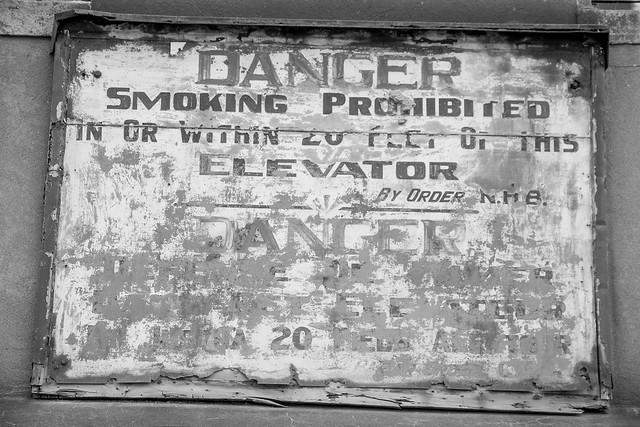 DANGER - smoking prohibided