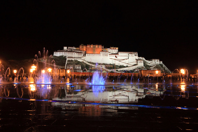 布达拉宫夜景 The nightscape of the Potala Palace