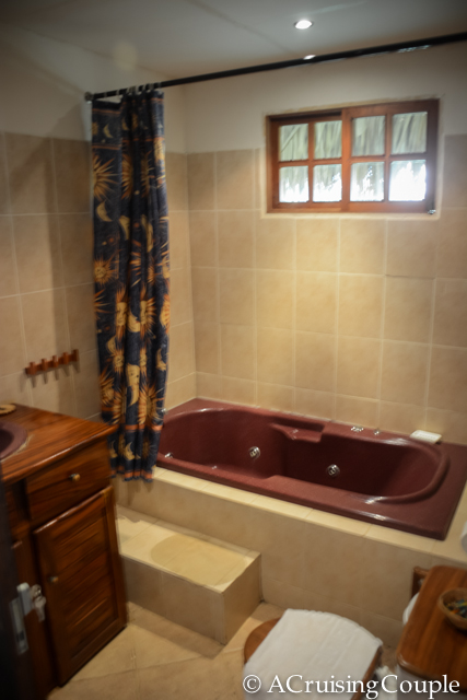 Sol y Luna Lodge Bathtub