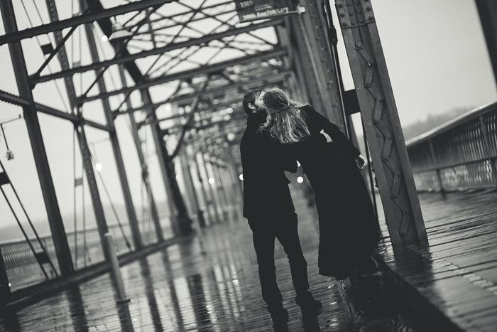 Black-and-white-Chattanooga-Walking-Bridge-Kiss